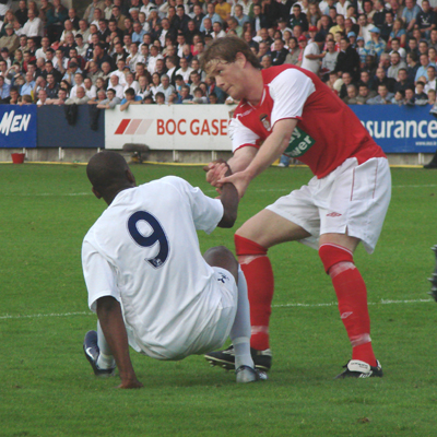 PAISLEY HELPS DARREN BENT